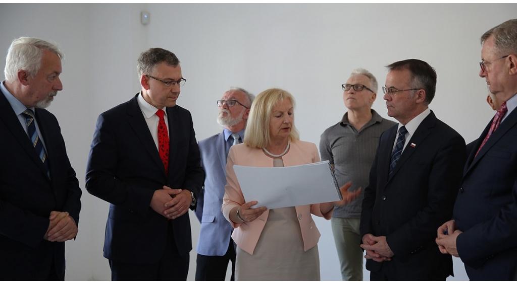 Odbiór stanu surowego Książnicy prof. G. Labudy z udziałem wiceministra Jarosława Sellina