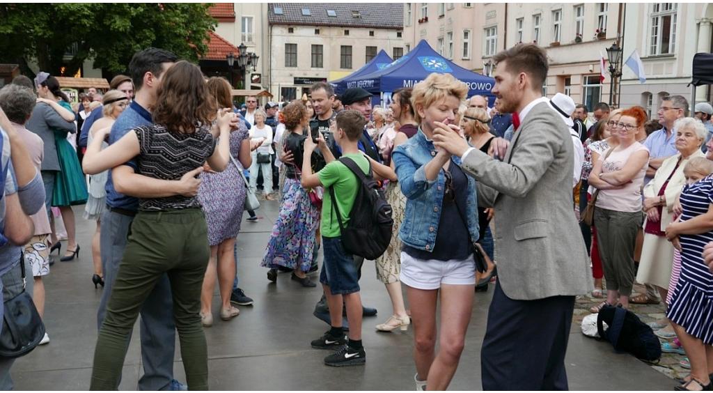 Potańcówka miejska przyciągnęła tłumy wejherowian i turystów