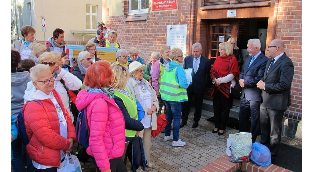 Turyści-seniorzy na zlocie
