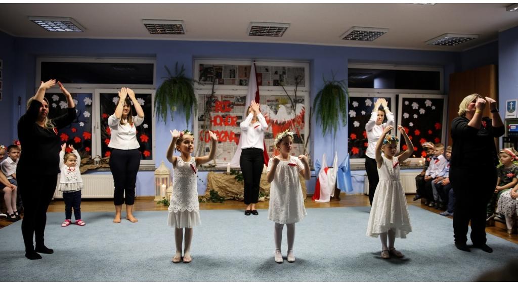 Przedszkolaki uczcili Święto Niepodległości