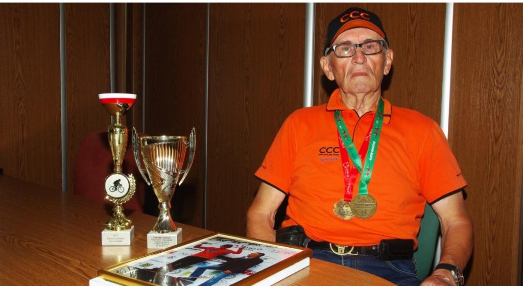 Senior kolarstwa Gerard Patok wciąż na rowerze