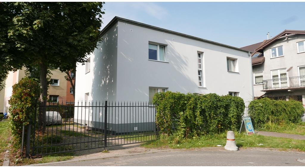 Budynek Wspólnoty Mieszkaniowej przy ul. Sobieskiego 328 C z nową elewacją