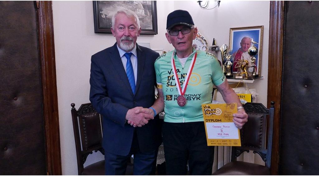 Prezydent Wejherowa pogratulował Gerardowi Patokowi pasji kolarstwa