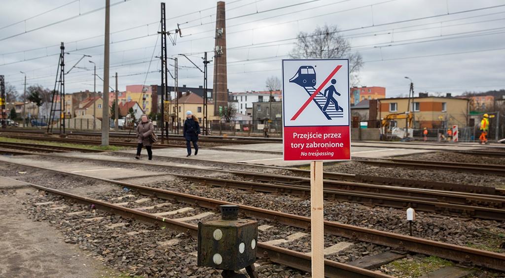 Nie – dla niebezpiecznego przechodzenia przez tory w rejonie Węzła Wejherowo (Kwiatowa)