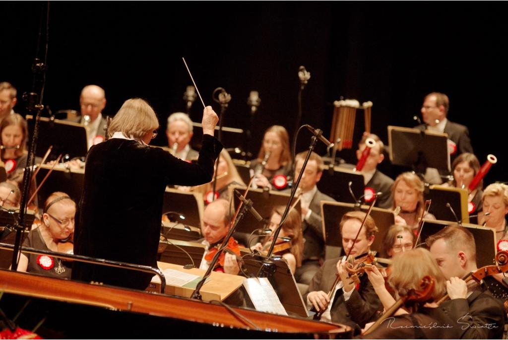 Koncert na 100-lecie fot. Rzemieślnik Światła - Fotografia