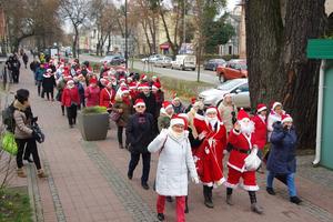 Parada Mikołajkowa turystów-seniorów SWUTW
