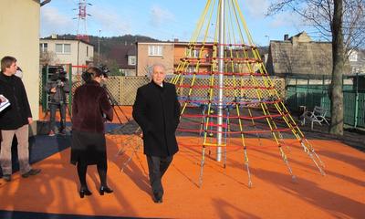 Otwarcie placu zabaw przy Zespole Szkół nr 3 - 28.11.2013