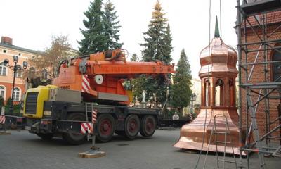Montaż odnowionej kopuły na kościele klasztornym - 24.11.2011