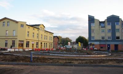 Trwa budowa ronda przy przejeździe na skrzyżowaniu ulic św. Jana, Sienkiewicza i 10 luetgo - 10.10.2013