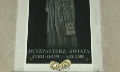 6. rocznica śmierci Papieża Polaka - Wejherowo, 02.04.2011, 21.37