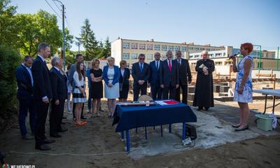 """Akt erekcyjny pod budowę sali sportowej przy """"dziewiątce"""""""