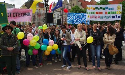 Parada młodzieży ZSP4 z okazji Dnia Jakuba - 24.05.2013