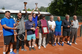 Zenon Laskowik gra w tenisa w Wejherowie