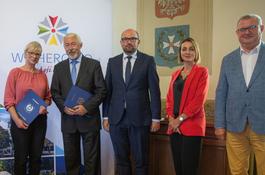 Akty powierzenia wręczono dyrektorom wejherowskich placówek