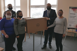 W Wejherowie przekazano komputery kolejnym dzieciom