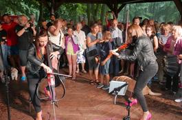 Pinky Loops na letniej scenie w wejherowskim parku