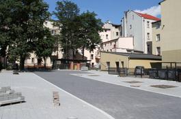 Podwórze przy ul. 12 Marca nabiera blasku