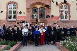 Absolwenci socjologii z dyplomami studiów I stopnia KPSW