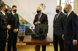 Wejherowscy strażacy otrzymali od miasta nową kamerę termowizyjną