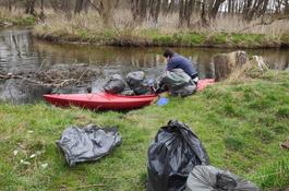 Miłośnicy przyrody sprzątali rzekę Redę