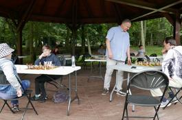 Symultana na 8 szachownic