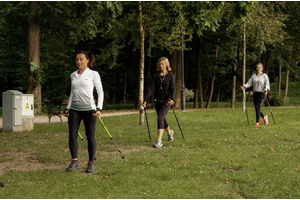 Nowatorskie zajęcia Nordic Walkiing w Parku Miejskim