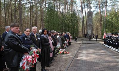 Uroczystość patriotyczna w Piaśnicy - 09.04.2016