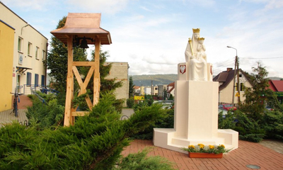 Nowa dzwonnica przy kapliczce na Śmiechowie - 01.10.2010