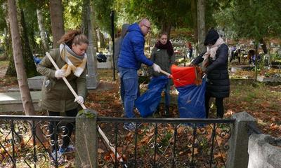 Akcja sprzątania cmentarzy