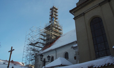 Montaż kopuły na wieży kolegiaty - 07.01.2011