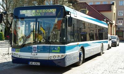 Nowy autobus MZK - prezenty dla ojca wejherowskich trojaczków - 19.04.2011