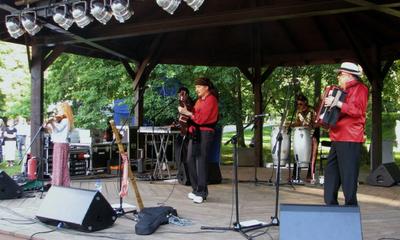 Występ w parku Cyganerii Bodara - fot. L.Spigarski - 24.07.2011