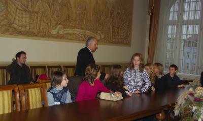 Wizyta w ratuszu młodzieży hiszpańskiej goszczącej w Społecznej Szkole nr 1, 25-11-2009